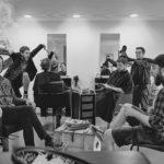 Yakuzi Bandfoto 2016 beim Frisör. Sänger macht quatsch